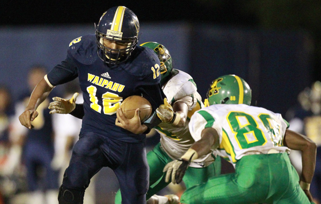 Waipahu quarterback Gavin Marques rushed for 103 yards and threw two TD passes against Kaimuki. (George F. Lee / Star-Advertiser)