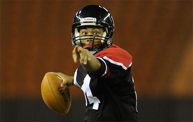 Iolani quarterback Easton Tsubata will take a shot at Kamehameha on Friday. Photo by Bruce Asato/basato@staradvertiser.com