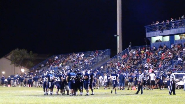 Late-game view from the makai end zone. Both teams have reserves in the game . (Paul Honda / Star-Advertiser)