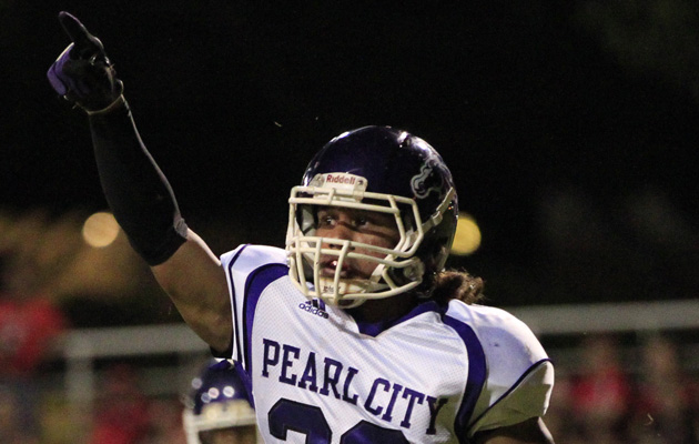 Pearl City's Blake Cooper celebrated a touchdown against Kalani. (Krystle Marcellus / Star-Advertiser)