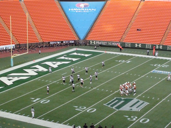 Pac-Five leads 'Iolani 13-10 late in the first half. (Paul Honda / Star-Advertiser)