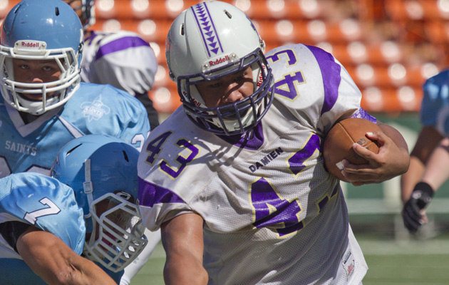 "Damien's Edwin ""DJ"" Aumua picked up yards against St. Francis. (Cindy Ellen Russell / Star-Advertiser)"
