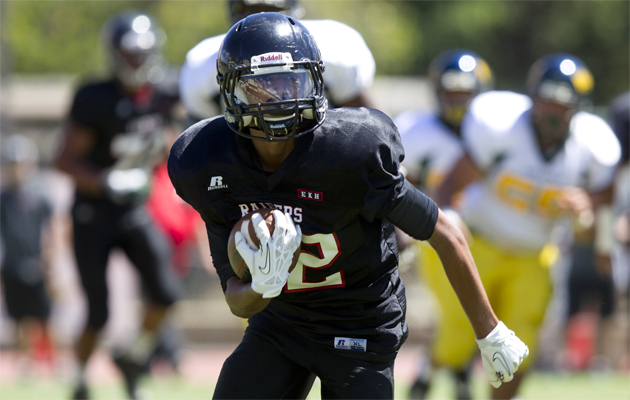 'Iolani's Keoni-Kordell Makekau, shown here against Leilehua on Aug. 17, set a school record for receiving yards on Friday night against Pac-Five. (Cindy Ellen Russell / Star-Advertiser)