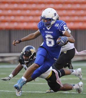 Kailua QB Noah Auld has thrown for 1,242 yards this season. (Bruce Asato / Star-Advertiser)