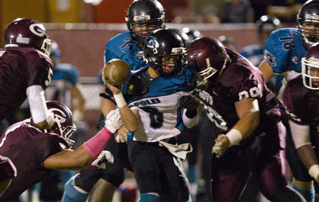 Farrington's defense swarmed Kapolei QB Aizon Kahana to force a fumble at the end of the first half. (Cindy Ellen Russell / Star-Advertiser)