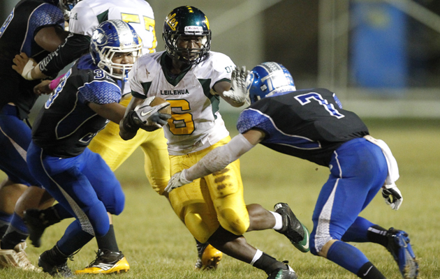 Randy Neverson rushed for 175 yards and two touchdowns against Moanalua on Friday night. (Jamm Aquino / Star-Advertiser)