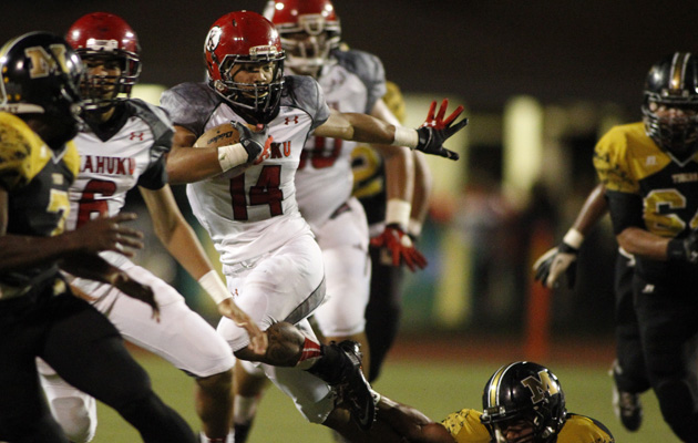 Hiapo McCandless and Kahuku face Waianae on Friday. (Krystle Marcellus / Star-Advertiser)