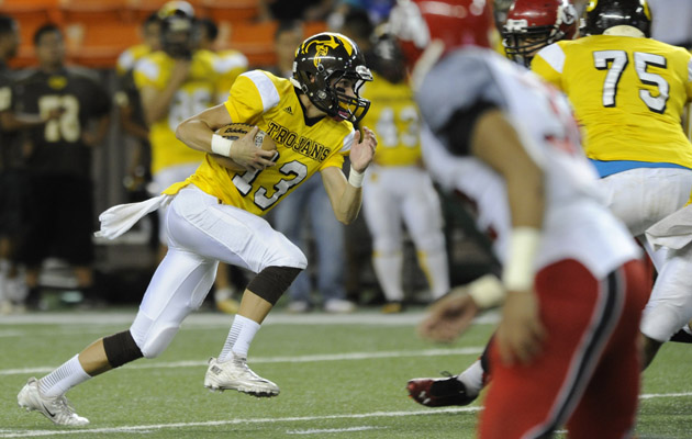 McKenzie Milton passing for 220 yards and two touchdowns for Mililani on Thursday night. (Bruce Asato / Star-Advertiser)