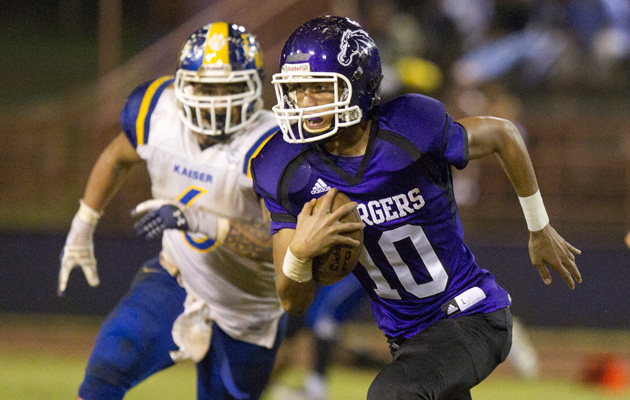 QB Jordan Taamu and Pearl City face Kalani in the OIA White playoffs. (Cindy Ellen Russell / Star-Advertiser)