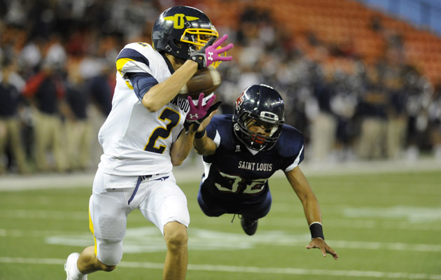 Punahou's Micah Ma'a pulled in a Larry Tuileta pass for a touchdown in front of Saint Louis' Keone Peneku. (Bruce Asato / Star-Advertiser)