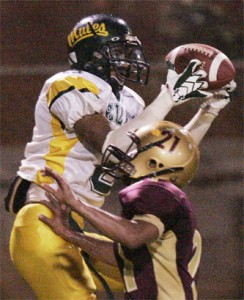 Leilehua's Allan Macam makes a catch over Castle's Kainoa Aki in a first-round upset in the OIA playoffs in 2007.