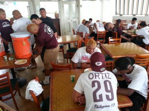The Governors enjoy the hospitality — a hearty pre-game meal — of Farrington alums now residing on Maui. (Photo courtesy of Petro Kesi)