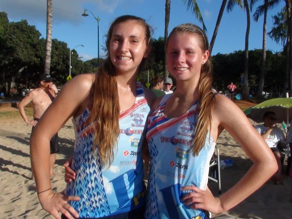 Kelly Matthews and Clare Anderson of Punahou placed second in a field of 24 girls teams. (Paul Honda / Star-Advertiser)