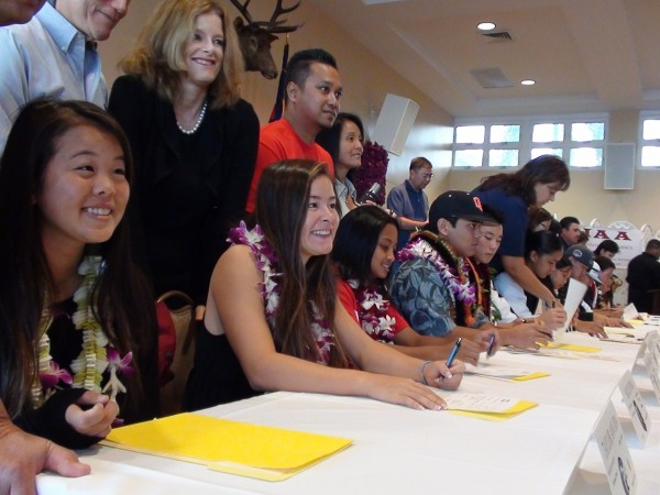 Twenty-nine signees made it official at dawn's early light. (Paul Honda / Star-Advertiser)