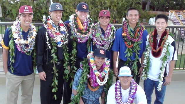 The eight baseball signees gathered for a photo. (Paul Honda / Star-Advertiser)
