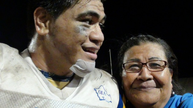 Kaiser LB/RB/P Fitou Fisiiahi with his grandmother. (Paul Honda / Star-Advertiser)