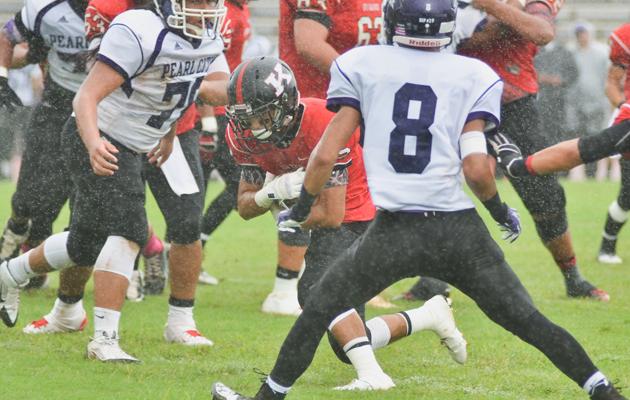 Kanoa Iwasaki ran through Pearl City's defense for Kauai's first touchdown. (Ron Kosen / Special to the Star-Advertiser)