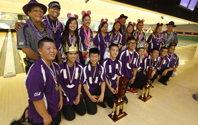 Pearl City won both team titles and had both individual champions at the state bowling tournament on Friday. (Dennis Oda / Star-Advertiser)