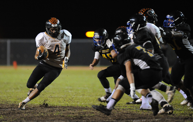 Campbell's Galuega Castro ran against Hilo on Friday night. (Rick Ogata / Special to the Star-Advertiser)