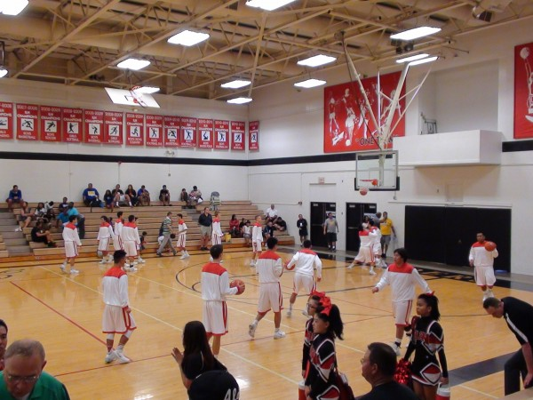 'Iolani II warms up. (Paul Honda / Star-Advertiser)