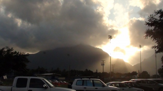 A view of the Koolaus from Kailua High School. (Paul Honda / Star-Advertiser)