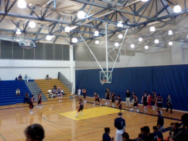 No. 3 'Iolani warms up for its game against No. 1 Punahou. (Paul Honda / Star-Advertiser)