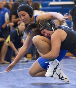 Punahou's Zoe Hernandez is off to a slow start in defense of her state title. Honolulu Star-Advertiser photo by Cindy Ellen Russell