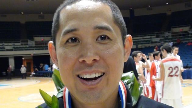 Coach Dean Shimamoto of 'Iolani. (Paul Honda / Star-Advertiser)