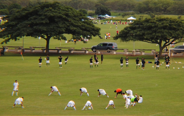 Honokaa and Mid-Pacific warm up for their championship clash.