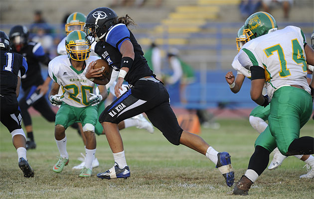 Anuenue quarterback Kona Kelekolio showed off his running ability against Kaimuki. HSA photo by Bruce Asato